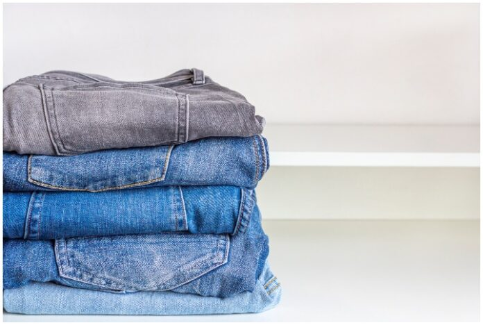 5 types of must-have jeans to have in your closet. By FamStudio